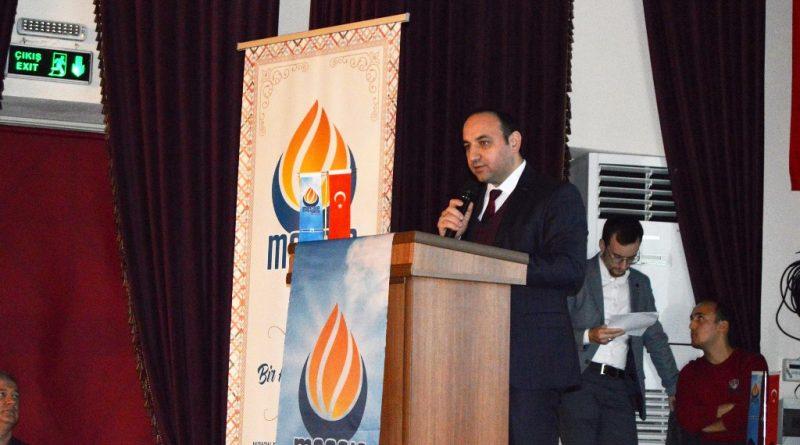 Yoğun bir katılımın olduğu görülen konferansta Doğu Türkistan'da yıllardır Türklere yapılan Çin zulmü anlatıldı