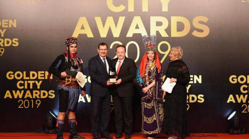 """Balıkesir Büyükşehir Belediyesi'ne bağlı BAÇEM """"10'un Kalbi Tarım"""" projesiyle ödüle layık görüldü."""