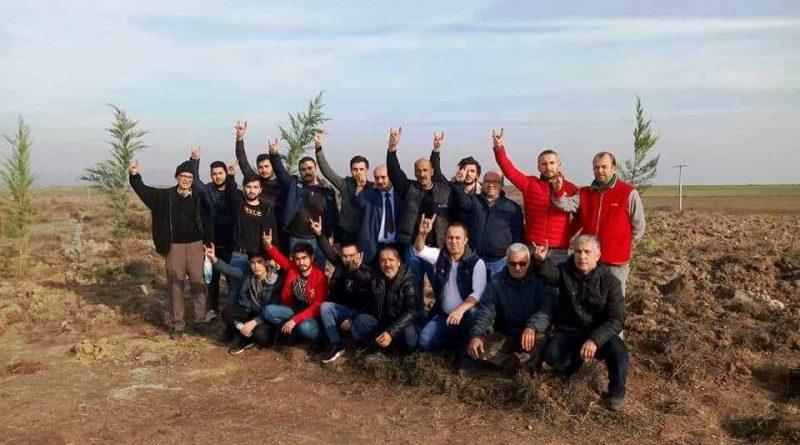 Bandırma MHP İlçe Teşkilatı Alparslan Türkeş Hatıra Ormanı için fidan dikim etkinliği gerçekleştirdi.